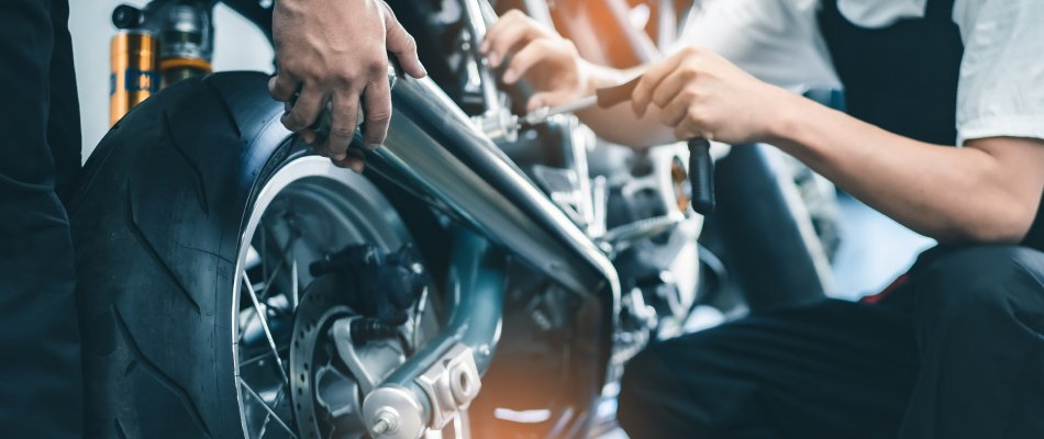 To maintaining a Harley motorcycle there are 3 options: DIY, Independent Mechanics, and Harley-Davidson Dealerships